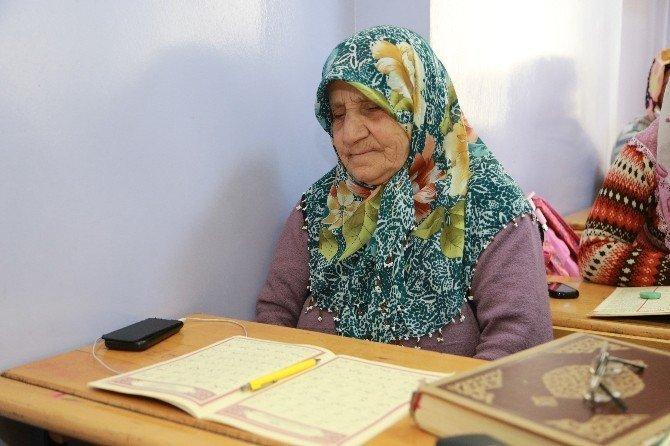 78 yaşında Kuran-ı Kerim öğrendi