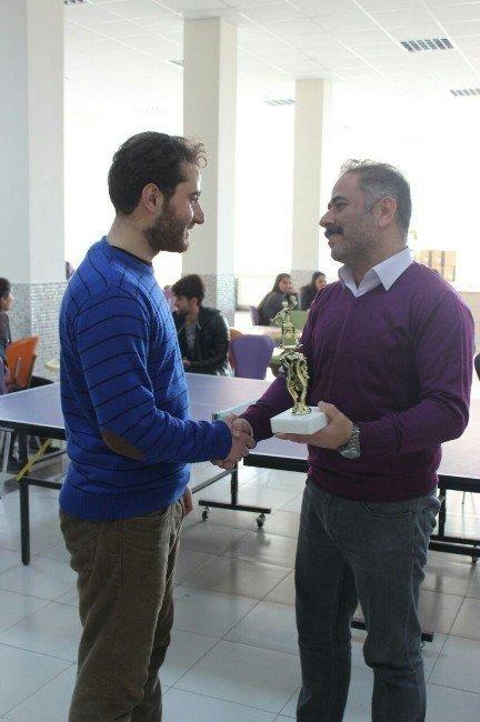 İletişim Fakültesinin tenis turnuvasında kupa sahibini buldu