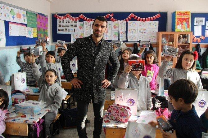 Kenan Sofuoğlu Konya'da öğrencilerle bir araya geldi