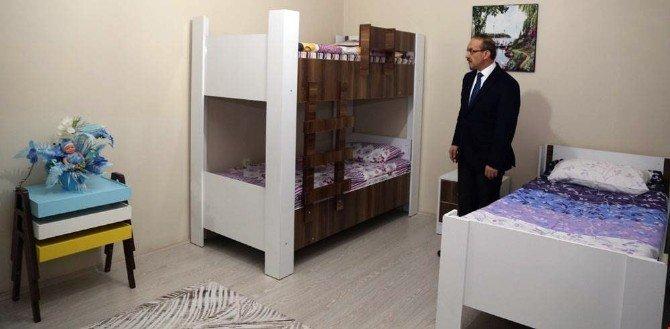 Vali Yavuz, çocuk evlerini ziyaret etti