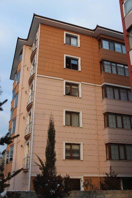 Yaşlı kadın 4'üncü kattan atlayarak intihar etti