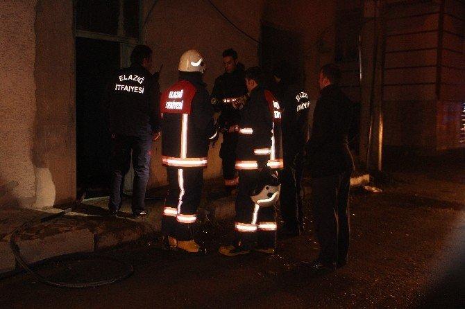 Boş evde çıkan yangın paniğe neden oldu