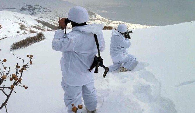 Bitlis'te terör örgütüne ait sığınaklar kullanılamaz hale getirildi