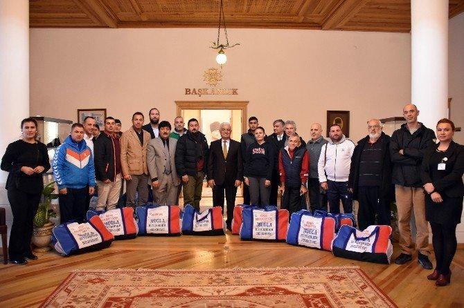 Büyükşehir'den Spor Kulüplerine Malzeme Desteği