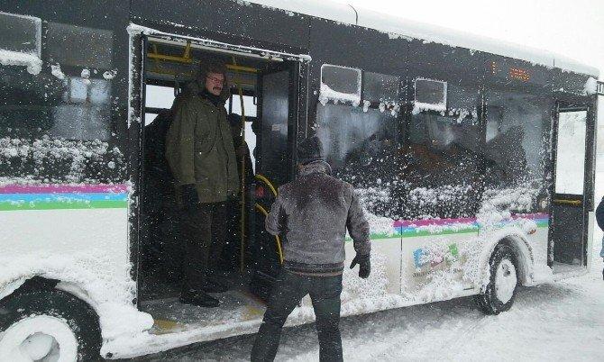 Bandırma otogarında 300 yolcu mahsur kaldı