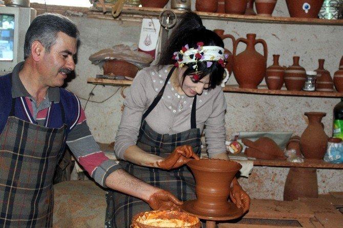 AK kadınlar tezgahta çömlek yaptı