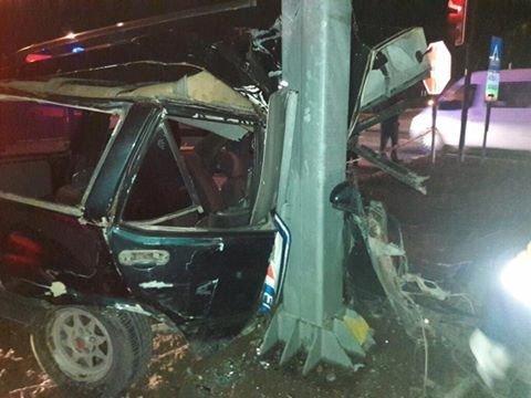 Kamyona çarpan otomobil ikiye bölündü: 1 ölü, 1 yaralı