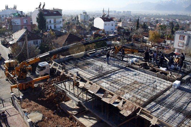 Antalya'da vinç kazası: 1 ölü