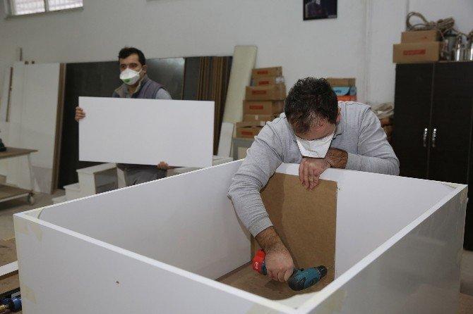Antalya Büyükşehir kendi mobilyasını üretiyor