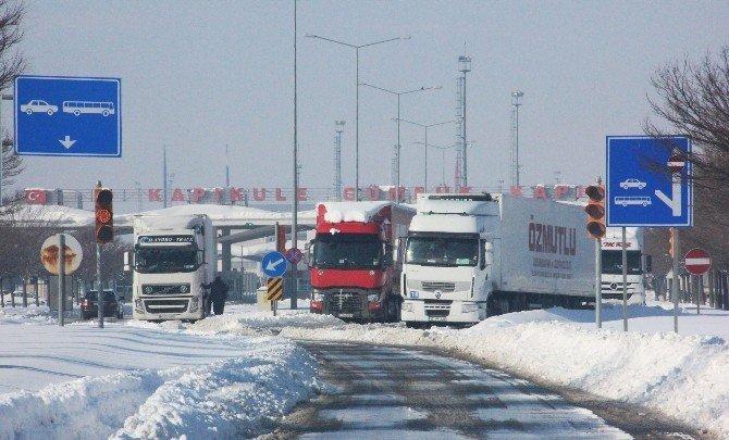 Bulgaristan'daki kar Kapıkule'yi vurdu: 16 kilometre kuyruk
