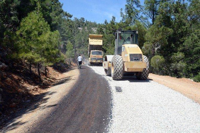 Büyükşehir ekipleri, bin 400 km köy yolunu asfaltladı