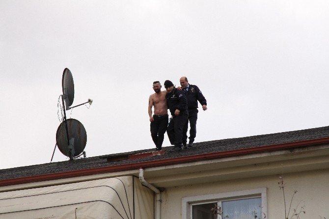 Görevden ihraç edilen uzman çatıya çıktı