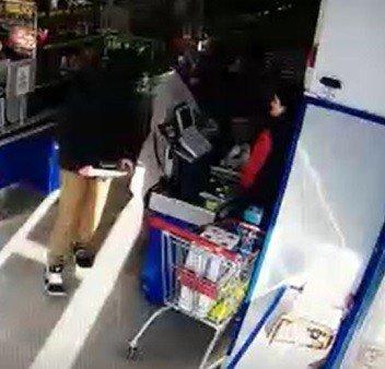 Eli bıçaklı gaspçı tutuklandı