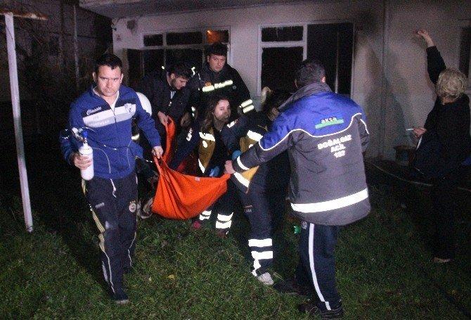 Alevlerin arasına dalıp komşusunu kurtardı