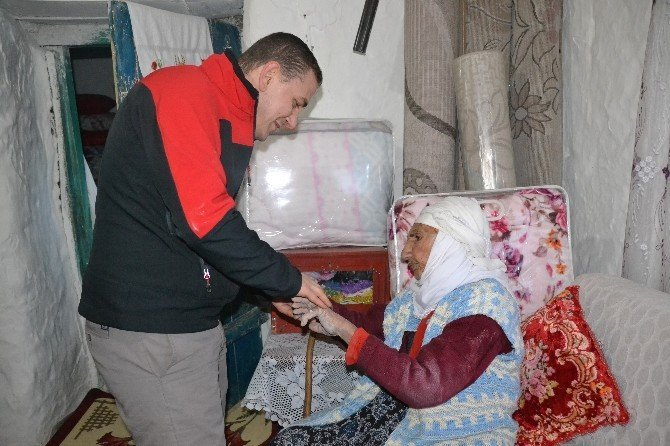 Şenkaya Kaymakamı Dereci mahalle ziyaretlerine başladı