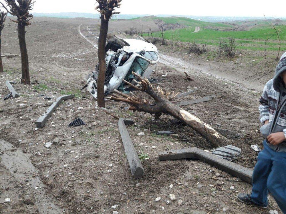 Otomobil yoldan çıktı: 1 Yaralı