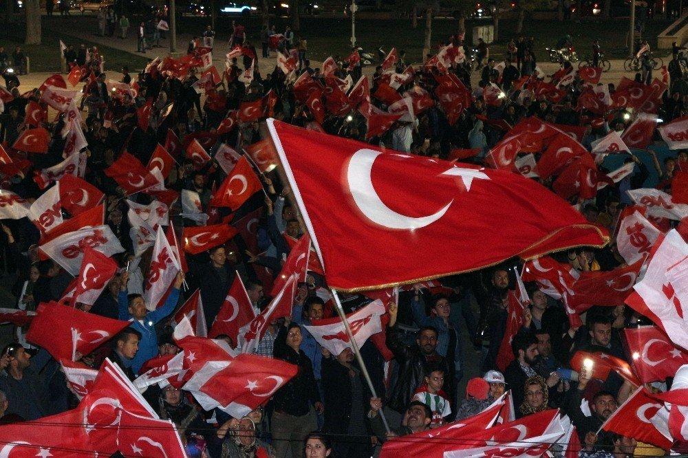 Konya'da 'Evet' sevinci