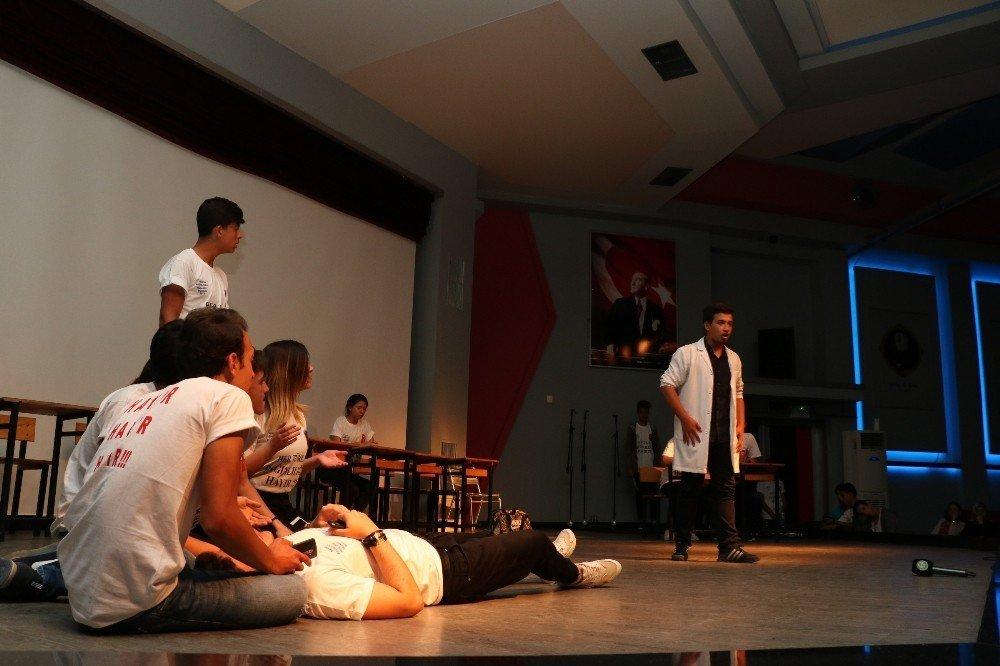 Uyuşturucuyla mücadeleyi tiyatroyla anlattılar