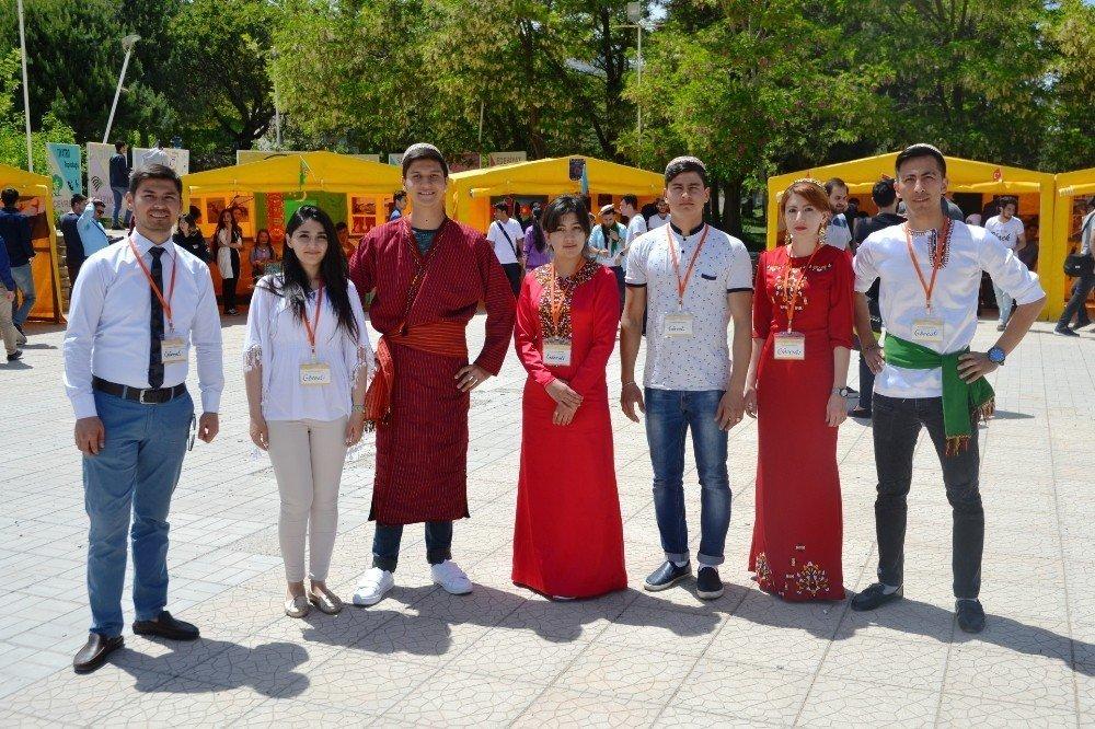 Yabancı öğrenciler ülkelerini tanıttı