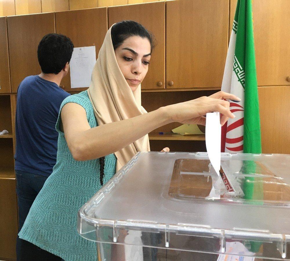 İran'daki cumhurbaşkanlığı seçimleri için İzmir'de de sandık kuruldu