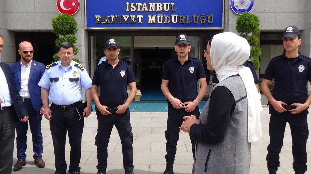 Rekortmen tekvandocu mermerleri bu kez şehit polisler için kırdı