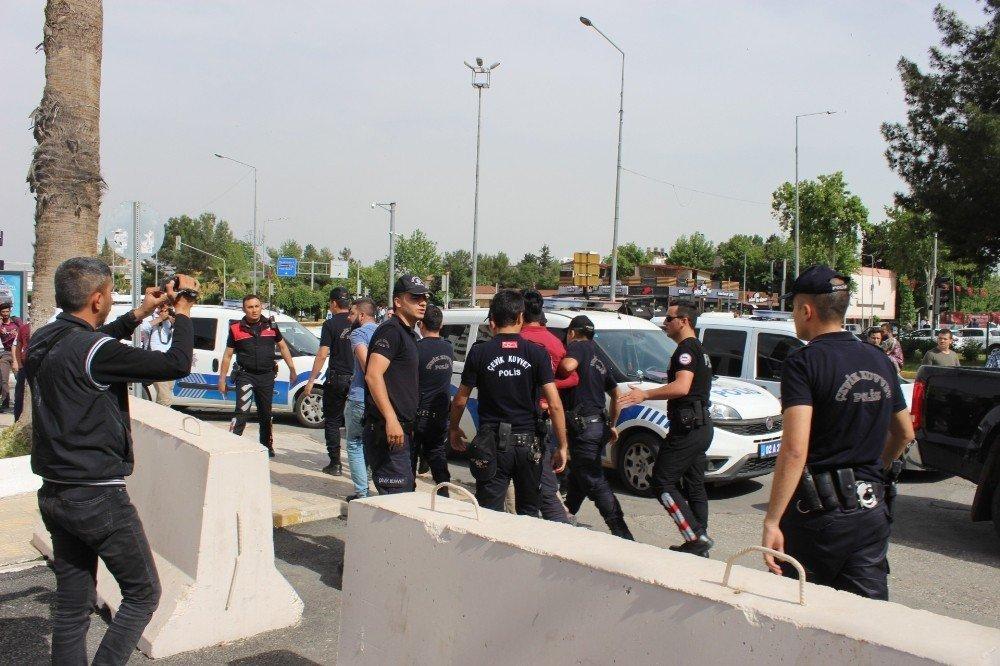 Valilik önünde iki grup arasında bıçaklı kavga: 7 gözaltı