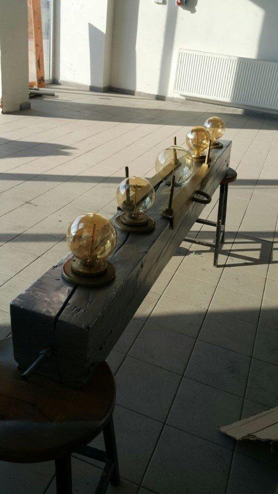 Lise öğrencileri geri dönüşüm malzemelerinden mobilya yaptı