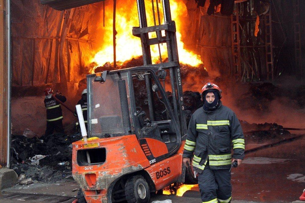 Gebze'de plastik geri dönüşüm fabrikasında yangın