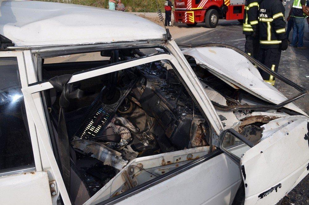 Didim'de araçlar kafa kafaya çarpıştı