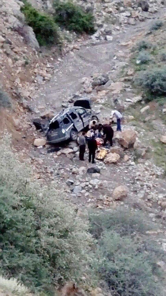 Konya'da 25 metrelik uçuruma yuvarlanan aracın sürücüsü ağır yaralandı