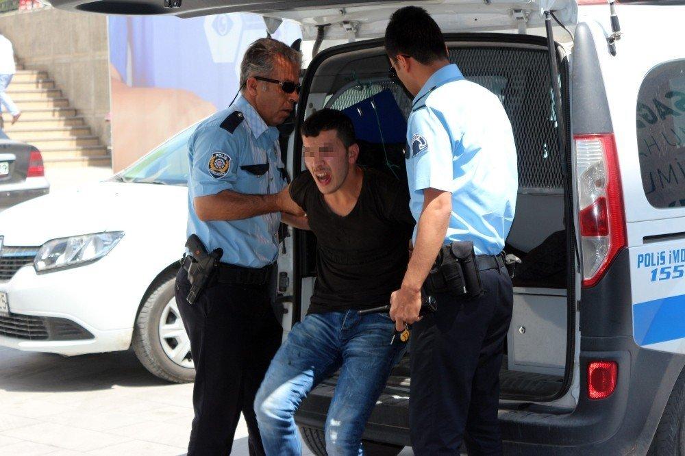 Konya'da çocuk emziren kadınların videosunu çeken sapık yakalandı