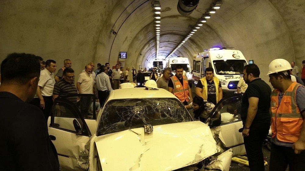 Kahramanmaraş'ta Zincirleme Kaza: 1 Ölü, 5 Yaralı ile ilgili görsel sonucu