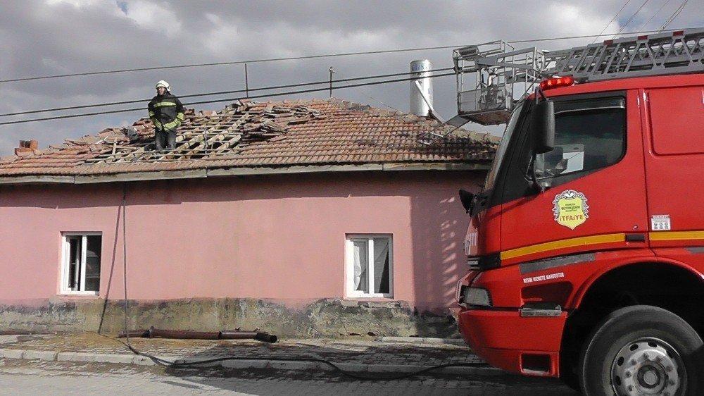 Kulu'da müstakil evde çatı yangını
