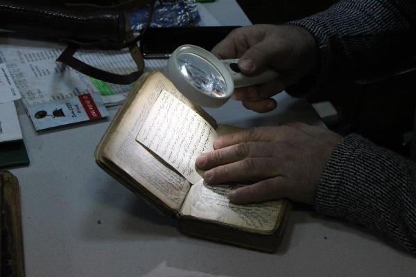 Eskiciden aldığı el yazması kitaba büyük ilgi