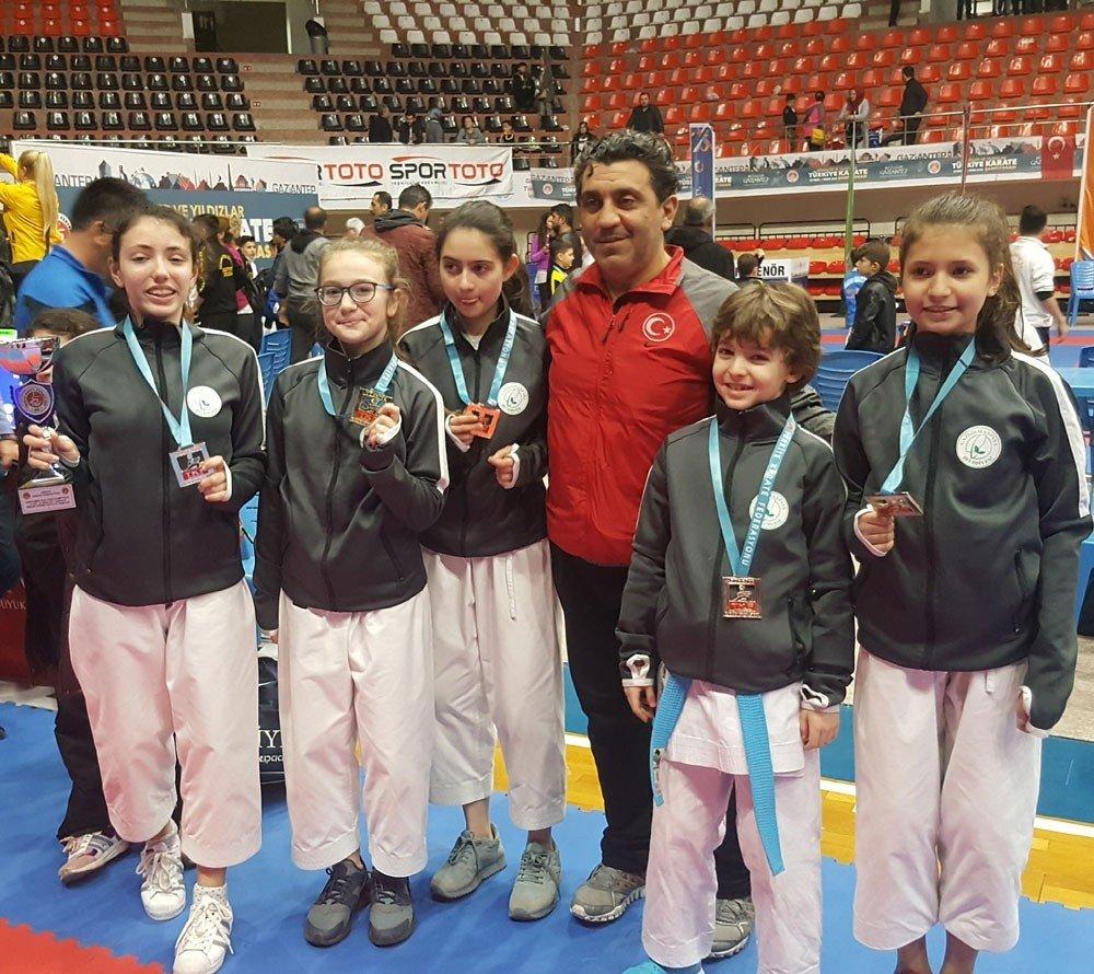 Erkek sporu karateyi kadın sporcular anlattı