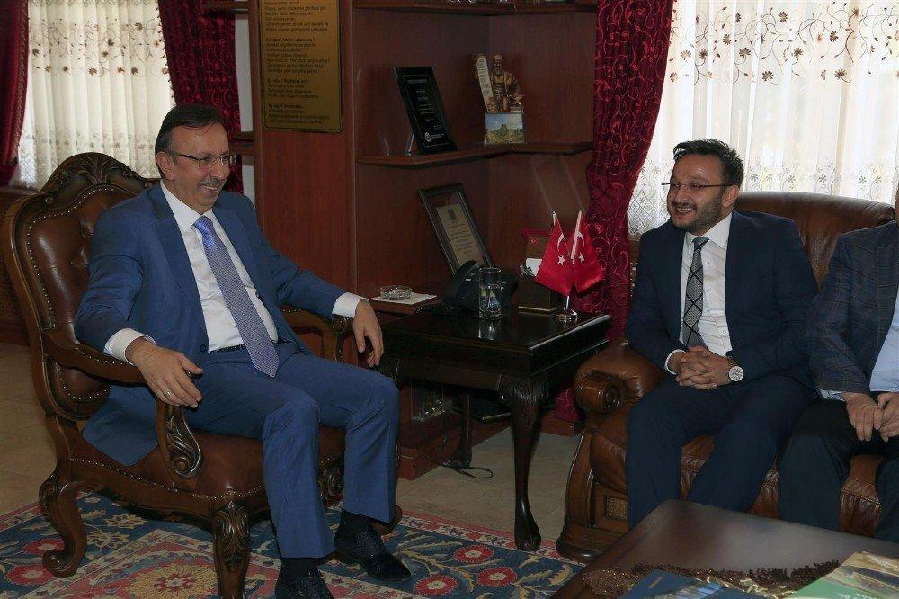 AK Parti heyeti Belediye Başkanı Seçen'e hayırlı olsun ziyaretinde bulundu