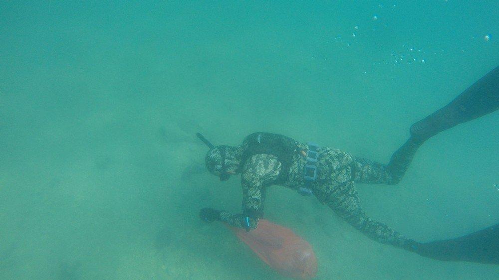 Bodrum koylarında deniz dibi temizliği sürüyor