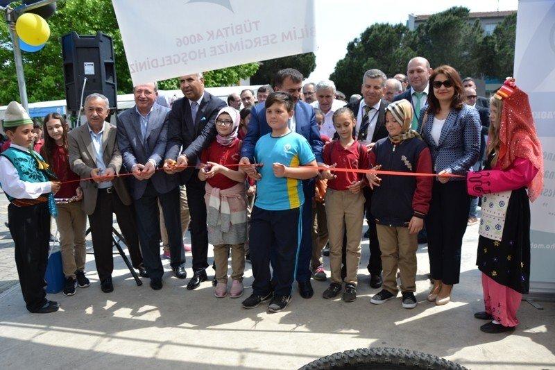 Biga'da 'TÜBİTAK 4006 Bilim Sergisi' açıldı