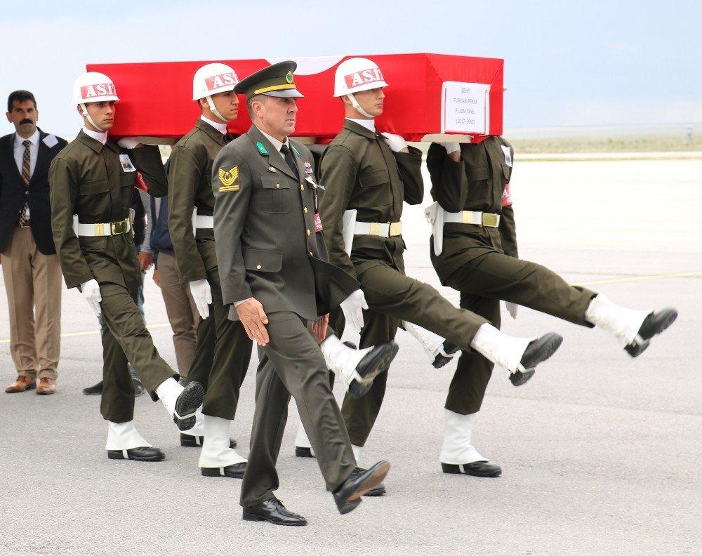 Şehit Piyade Uzman Onbaşı Furkan Peker'in cenazesine hüzünlü karşılama