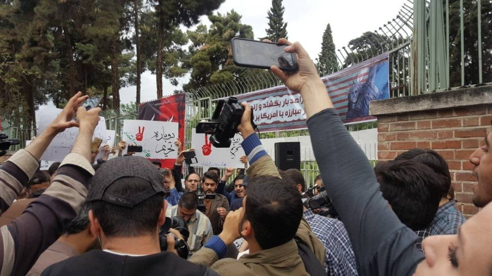 İran'da öğrenciler, Trump'ın kararını protesto etti