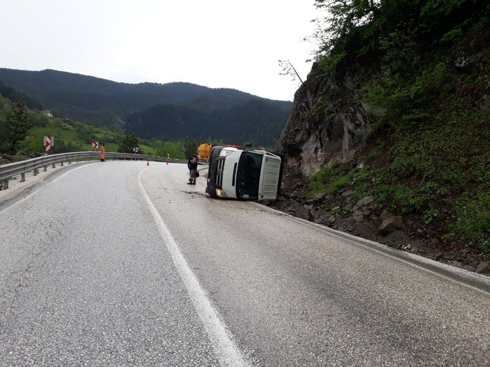 Yoldan çıkan kamyon devrildi: 1 Yaralı