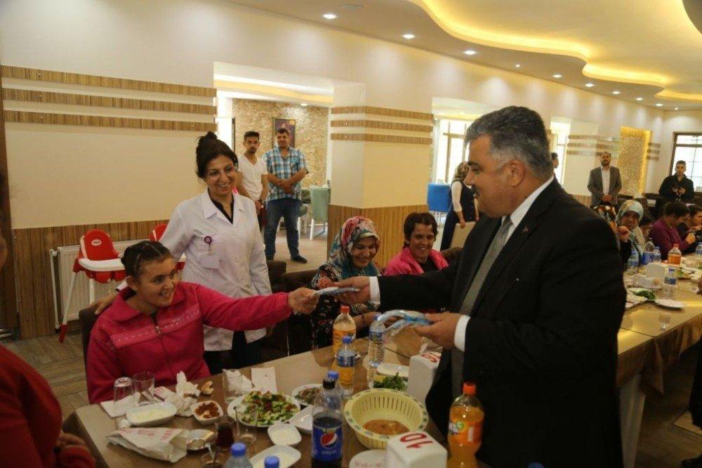Başkan Özgüven Rehabilitasyon Merkezi sakinleriyle bir araya geldi