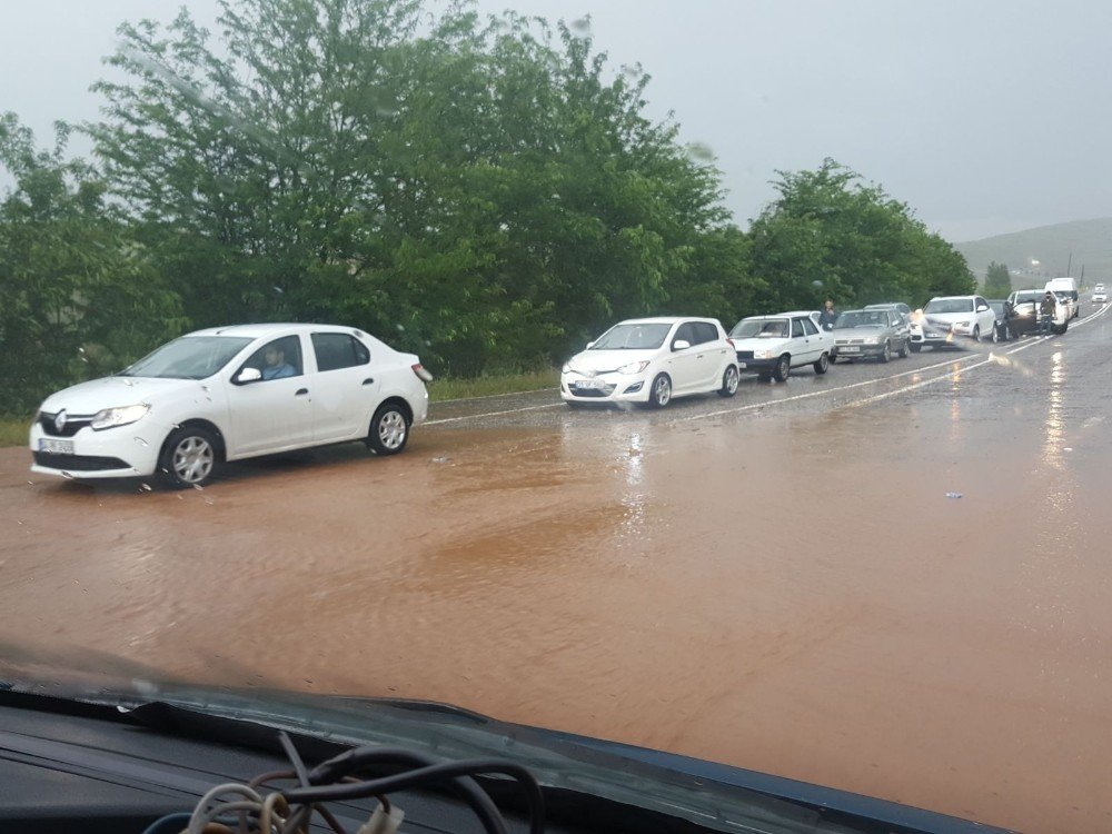 Siirt'te sağanak yağış hayatı olumsuz etkiledi