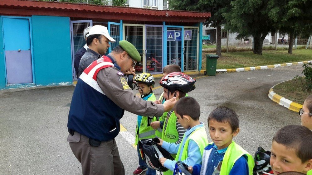 Jandarmadan miniklere trafik eğitimi