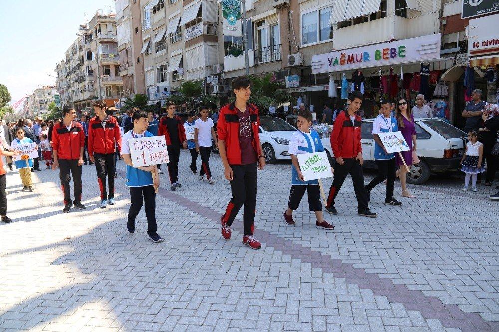 Özel öğrencilerden Turgutlu'da fark oluşturan etkinlik