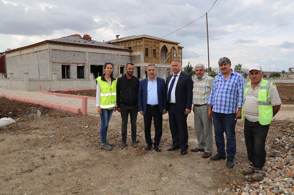 Başkan Çelikcan, kına konağı ve park inşaatını gezdi