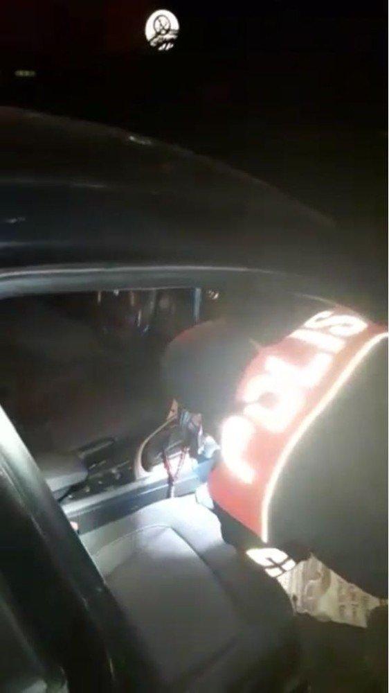 Otomobilin kaputunda ruhsatsız tabanca ele geçirildi