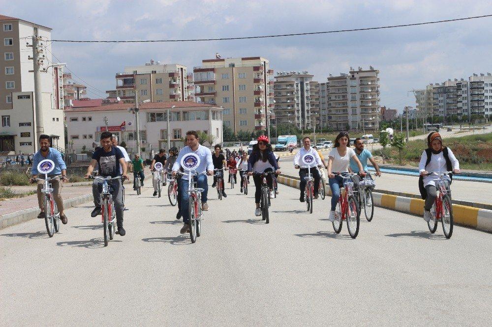 Yurt öğrencileri sağlık için pedal çevirdi
