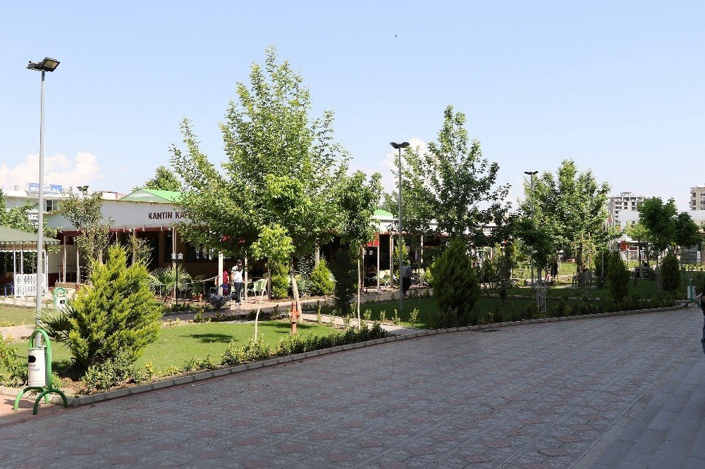 Kahta Devlet Hastanesi bahçesinde peyzaj çalışması yapıldı