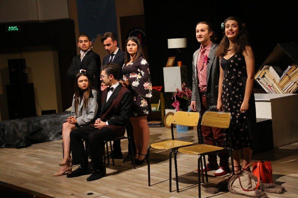 Öğrenciler, Tiyatro Festivali'nde Buluştu